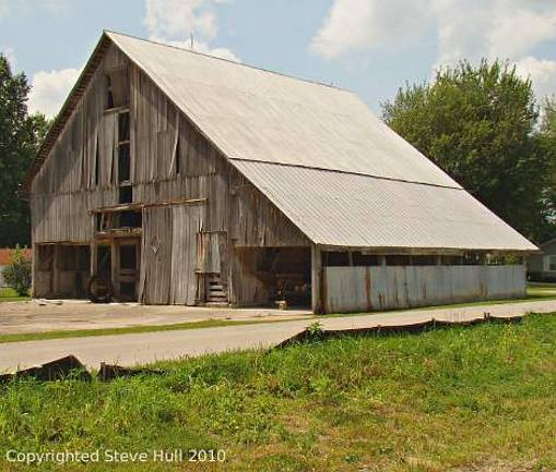 Old barn in Milroy Indiana